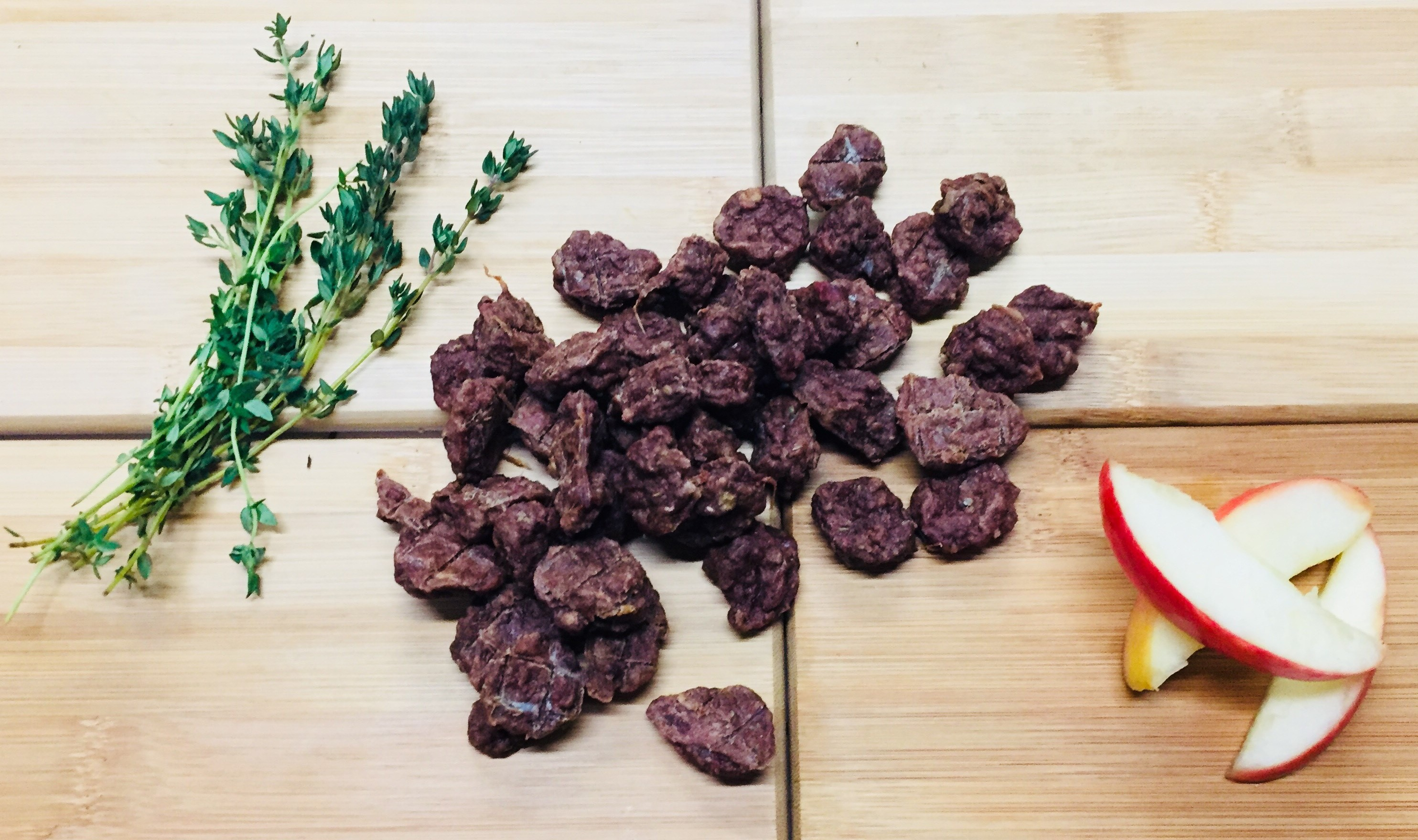 Beef With Apple & Thyme – 12 x 100g